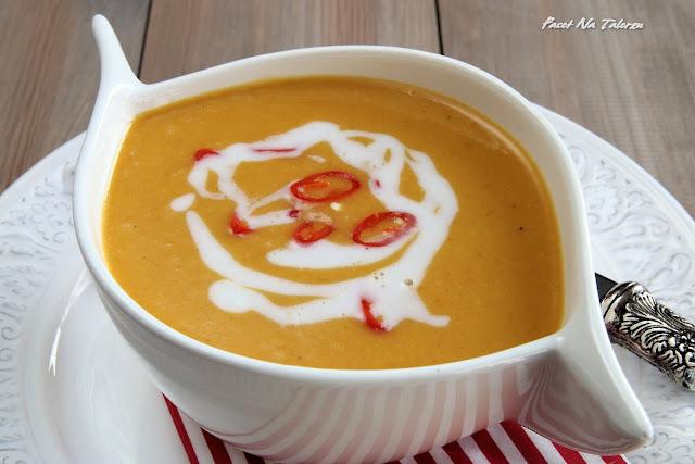 Tajska kremowa zupa z pieczonej dyni