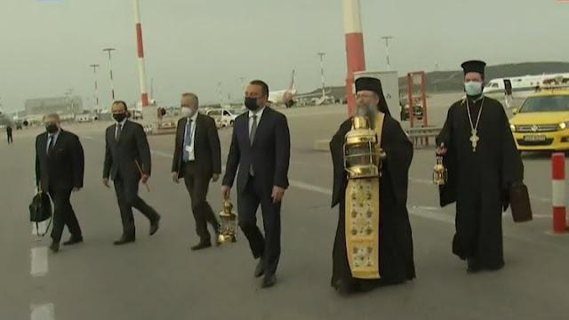 Έφτασε στην Ελλάδα το Άγιο Φως από τα Ιεροσόλυμα