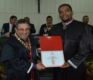 Juiz Marco Adriano recebe homenagem do Tribunal de Justiça.