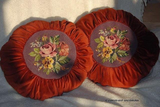 haft krzyzykowy na poduszce