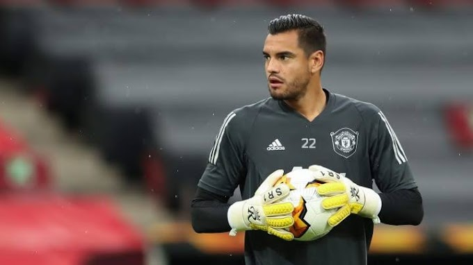 Manchester United out of favour goalkeeper Sergio Romero desperate to leave the club