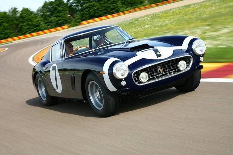 Chiêm ngưỡng Ferrari 812 Superfast trong màu áo Stirling Moss