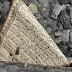 Maha Besar Allah.Selembar Al-Qur'an Utuh di Tengah Puing Kebakaran Rumah
