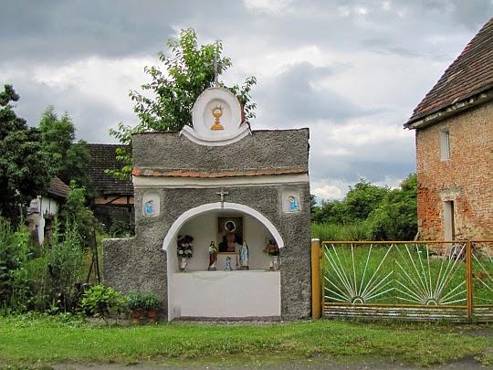 Kapliczka w Kałkowie.