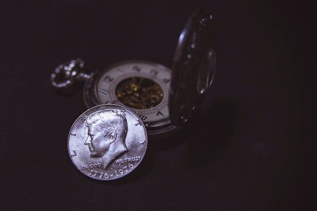 Gold vs Silver: Which should you Invest into Now!?