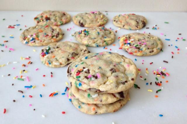 Cake Batter Oreo Cookies #cookies #desserts