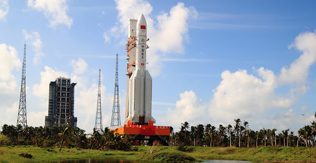 Long March 5 rocket being rolled out to the launch pad at the Wenchang Satellite Launch Center on Oct. 28, 2016. Photo Credit: 9ifly.cn