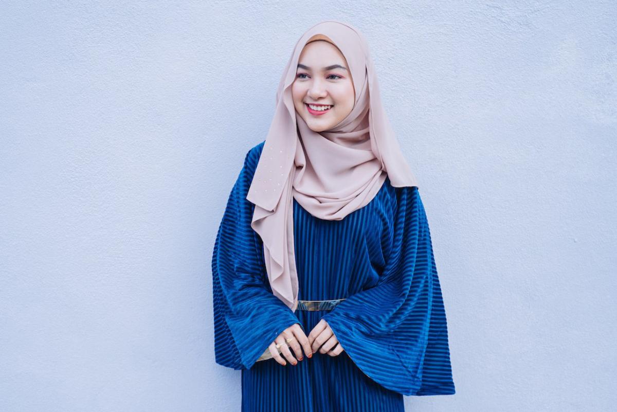 Cewek mansi hijab senyum indah dan seksi bibir merah