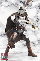 S.H. Figuarts The Mandalorian (Beskar Armor) 18