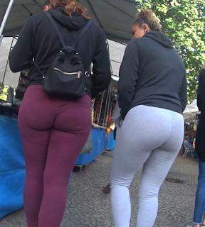 Mujeres nalgonas calzas caminado calle
