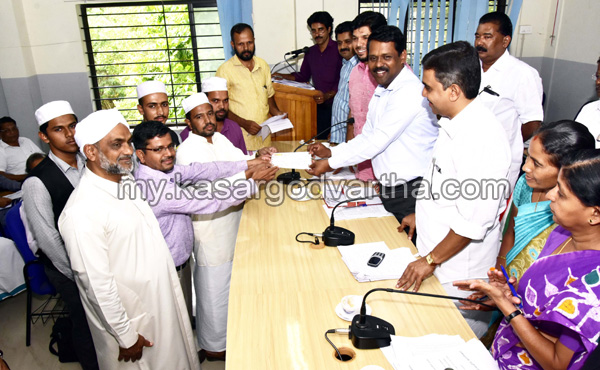 Kerala, News, Flood, Sa-adiya English Medium school, Donate, Sa-adiya English Medium school donates 1 Lakh rupees to CMDRF