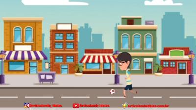 Menino jogando futebol na rua