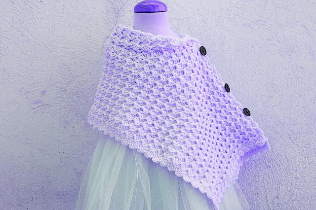 3 - Crochet Imagen Poncho asimétrico a crochet y ganchillo por Majovel Crochet.