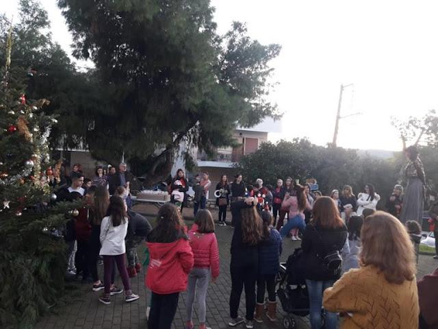 Με ξυλοπόδαρους και γλυκίσματα στόλισαν το Χριστουγεννιάτικο δέντρο στην Άρια Ναυπλίου