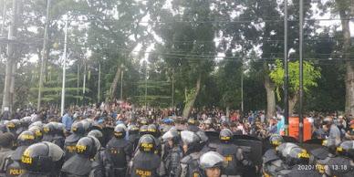 Demo Tolak UU Omnibus Law di Siantar Ricuh, Polisi dan Mahasiswa Luka-luka