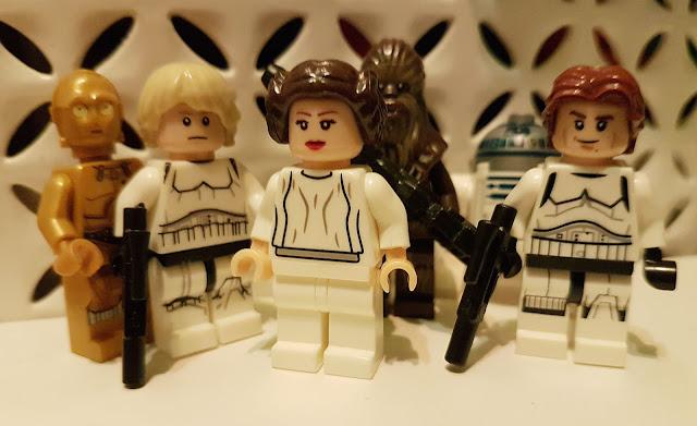 Чубакка, Хан Соло, принцесса Лея, Люк Скайуокер, дроиды R2-D2 и C-3PO