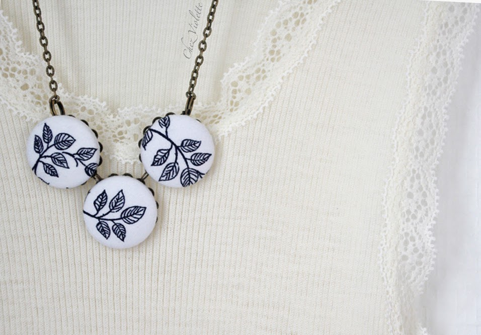 Collier en tissu noir et blanc motif feuilles romantiques - Black and white fabric necklace leaf romantic pattern
