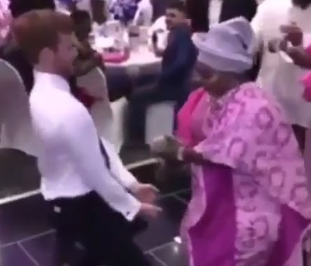Watch a White Man dance to the beat of a Yoruba song at a Yoruba Wedding(VIDEO)