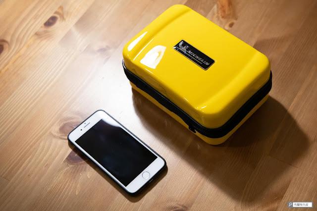 【開箱】汽油車、柴油車都能救,米其林 Michelin 汽車啟動行動電源 ML-8100 - 黃色的硬殼收納盒質感不錯,有精品的錯覺