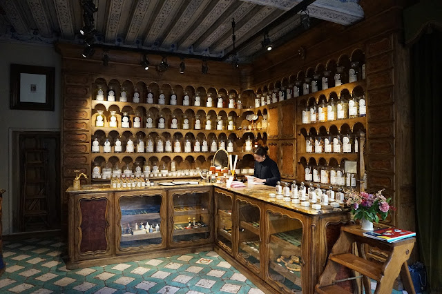 An apothecary hosue in Paris