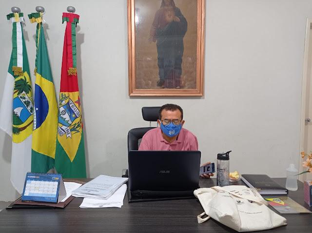 Secretaria da Educação de Caraúbas realiza videoconferência para debater os desafios dos profissionais em tempos de Covid-19