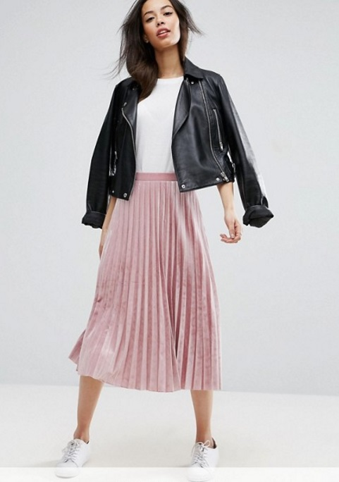 look Terciopelo rosa falda