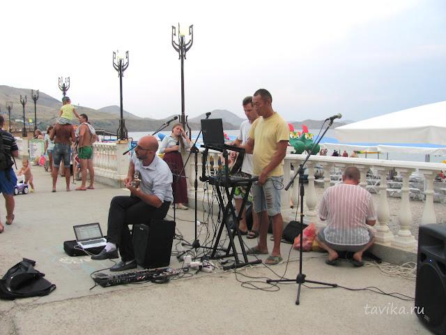 уличные музыканты в Коктебеле