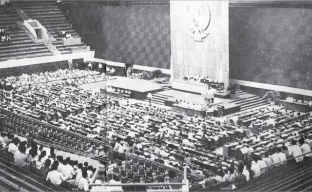Sidang Umum MPRS (tanggal 20 Juni - 5 Juli 1966) meng-hasilkan beberapa keputusan penting yang mempengaruhi jalannya negara Indonesia pasca G 30 S/PKI.