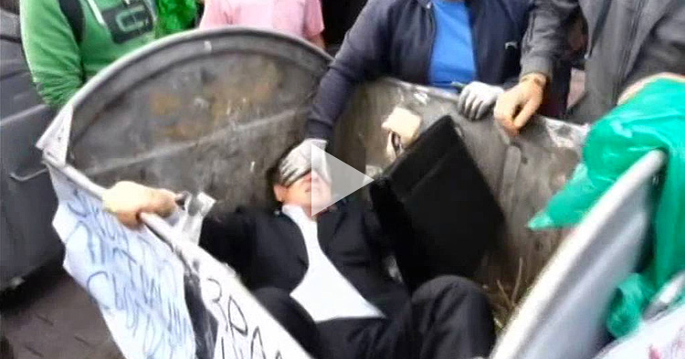Corrupt Politician thrown into trash by angry Ukrainian Citizens
