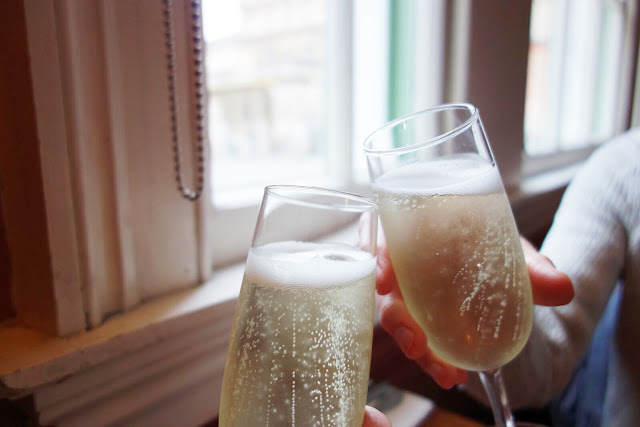 Cheers, champagne, procescco