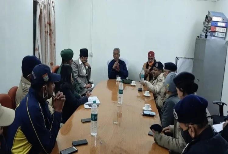 बैठक लेते सीएम त्रिवेंद्र सिंह रावत