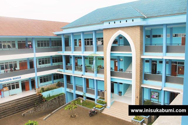 Gedung D dan E yang difoto dari gedung F