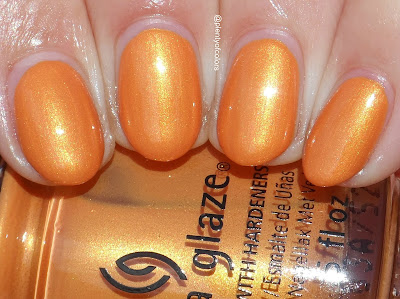 http://plenty-of-colors.blogspot.de/2017/09/china-glaze-street-regal-collection.html