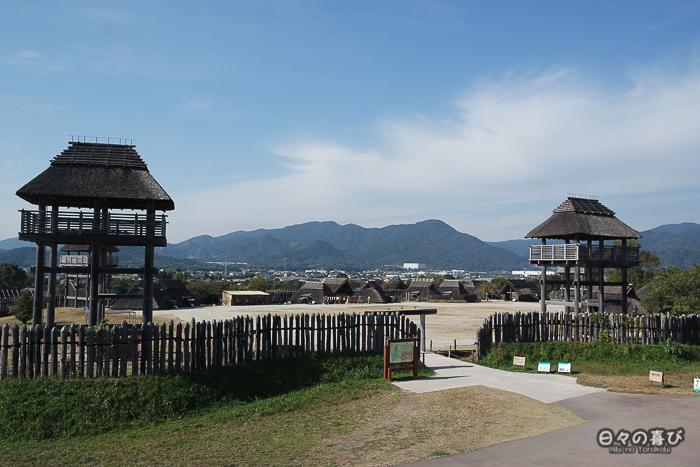 Minaminaikaku vue depuis une tour de guet à l'extérieur de l'enceinte, parc Yoshinogari, Saga