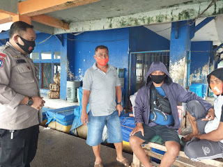 Rutin lakukan Sambang Bhabinkamtibmas Pulau Barrang Caddi Ajak Warga Jaga Kamtibmas dan Patuhi Prokes