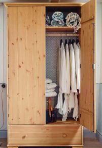 lemari pakaian gantung
