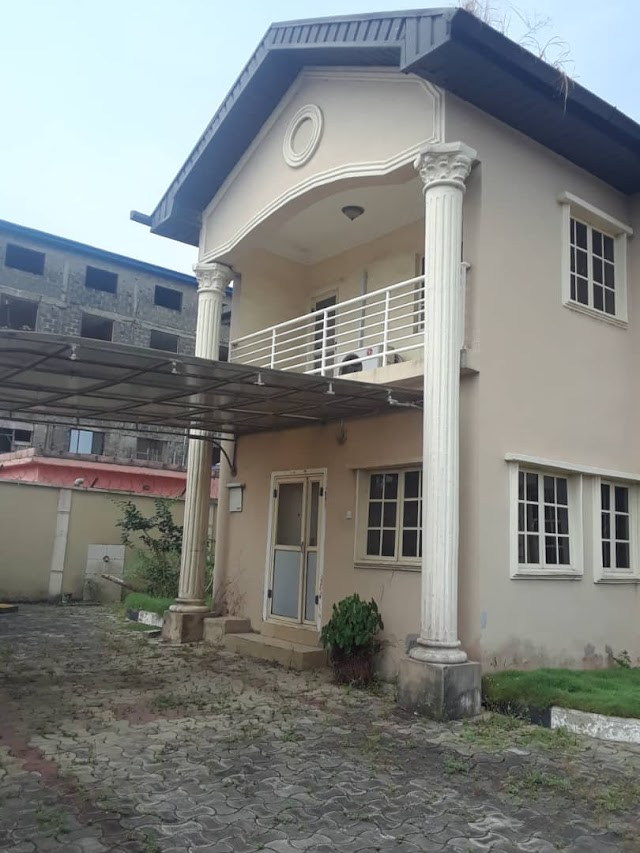 For Sale:  5 bedroom duplex with a room and a palour bq