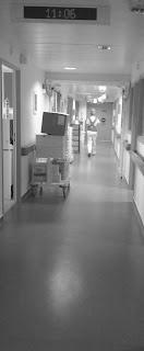 portage prématuré néonat écharpe bébé chaleur corporelle infirmière