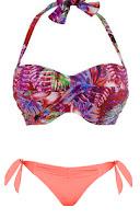 bikini com parte de cima floral e parte de baixo rosa