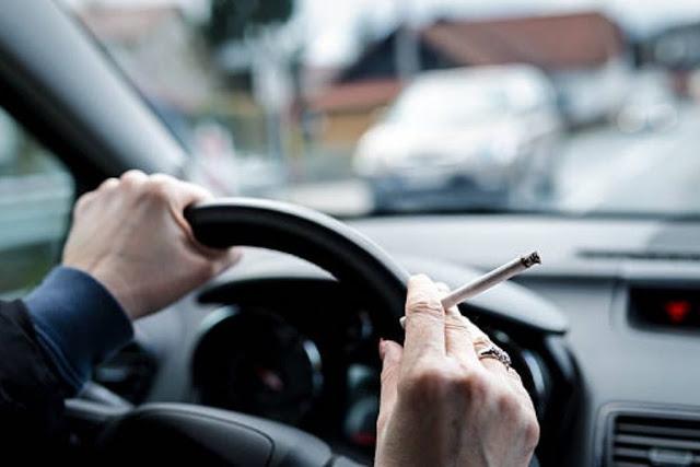 Πρόστιμα από 1.500 ευρώ και αφαίρεση διπλώματος για τσιγάρο στο τιμόνι - Νέα εγκύκλιος του υπουργείου Υγείας