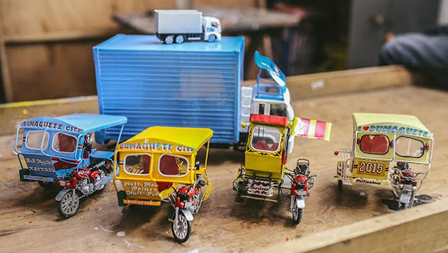 This guy with no hands creates the most awesome miniature tricyle! Must see!