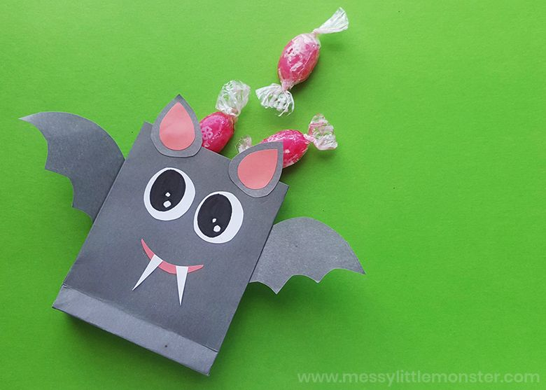 Bat treat bags Halloween craft for kids