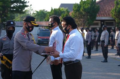 Kapolres Lombok Tengah Beri Reward Personil Berprestasi