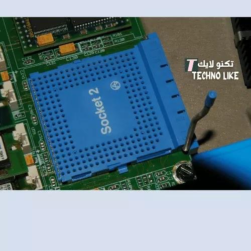 الاختيار بين معالج Intel و AMD .