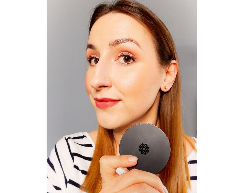 Makijaż mineralny wykonany kosmetykami Lily Lolo,