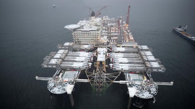 Tendido de tuberías para el Nord Stream 2 en el golfo de Helsinki en Finlandia, el 23 de diciembre de 2018.