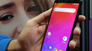 Sebenarnya sadar nggak sih kamu, kalau semakin ke sini semakin banyak brand smartphone baru yang bermunculan di Indonesia. Dengan adanya diluncurkannya berbagai model smartphone tentu akan membuatmu kebingungan, bukan?    Namun nggak perlu bingung lagi guys! Soalnya kali ini MasIrfun bakal ulas lengkap daftar harga HP terbaru 2019 lengkap dengan spesifikasinya di Indonesia, khusus buat kamu nih.