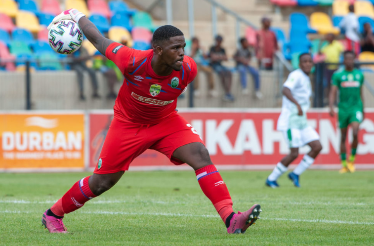 AmaZulu goalkeeper Siyabonga Mbatha distributes the ball