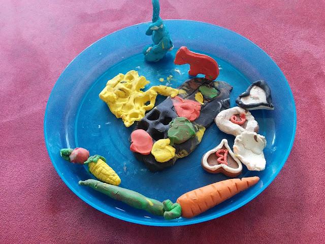 Teller mit selbstgemachter Knete