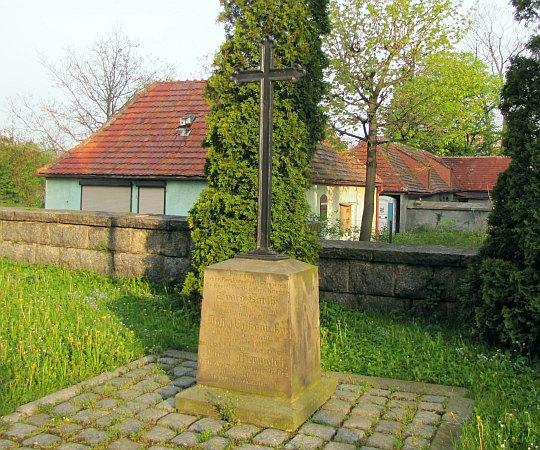 Pomnik upamiętniający ofiary wojny prusko-austriackiej z 1866 roku.